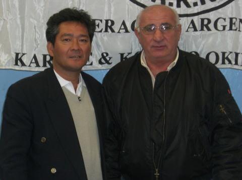 Arakaki Sensei (7Dan Okikukai) junto a Fatore Sensei (8Dan Renshukan)